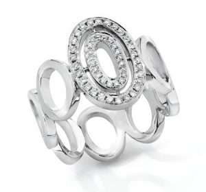 Bague ovale pavée de diamants collection Petite Signatu